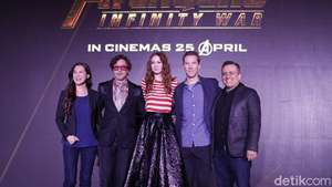 Mesranya... Robert Downey Jr Kecup Istri di Premiere The Judge