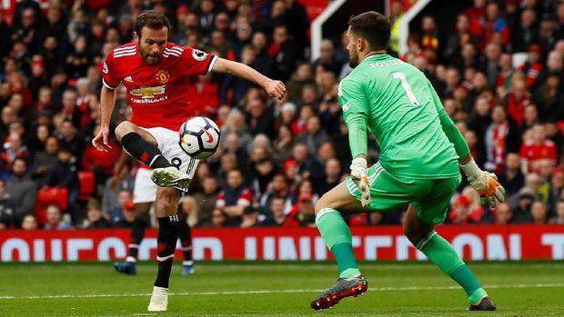 Ben Foster tampil brilian menggagalkan serangan-serangan Manchester United.