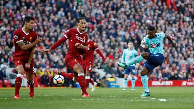 Lini belakang Liverpool tampil disiplin dan mampu meredam pemain-pemain Bournemouth.