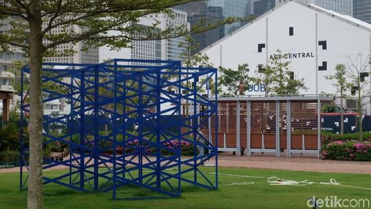 Hanya di Hong Kong, Patung-patung Keren Ini Dipajang di Taman
