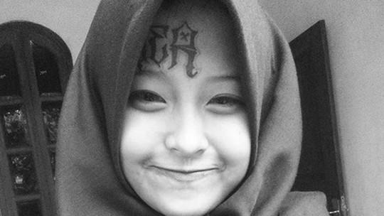 Berhijab & Wajah Bertato, Mantan Anak Punk Ini Viral