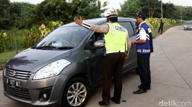 Ganjil genap di Tol Tangerang. Foto: Rifkianto Nugroho