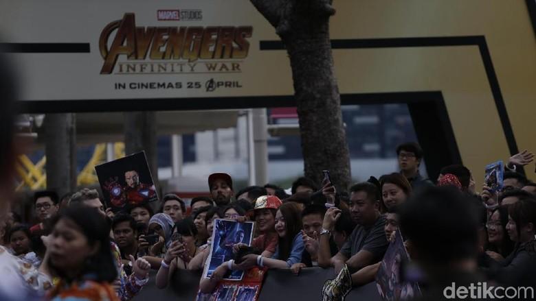 Ribuan Fans Tak Sabar Menanti Bintang Avengers
