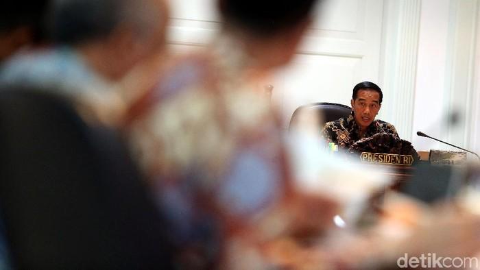 Usai membahas proyek strategis nasional (PSN), Presiden Jokowi melanjutkan rapat terbatas (ratas) mengenai penyediaan rumah.