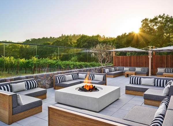 Menjernihkan mata dengan pemandangan hijau di hotel yang memiliki balkon cantik, bisa kamu rasakan di Las Alcobas Napa Valley di ST Helena, California, Amerika Serikat. Satu hal yang penting lagi, penginapan ini memiliki sudut-sudut yang instagramble. (Booking.com)