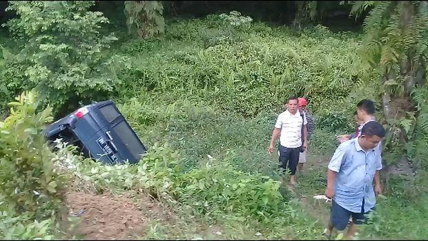Mobil Anggota KPU Jambi Masuk Jurang Sedalam 7 Meter