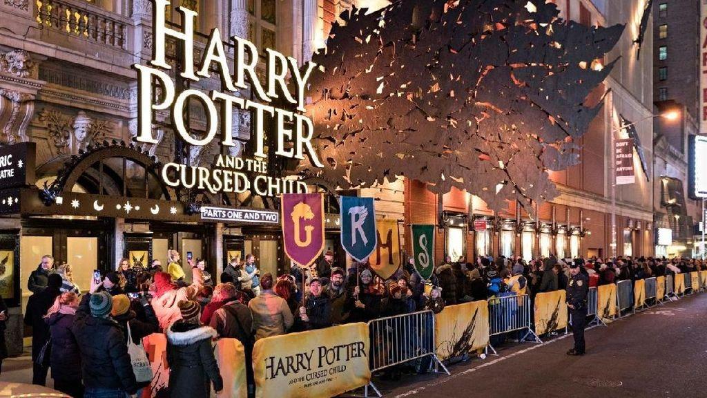 Imbas Lockdown Inggris, Pentas Teater Harry Potter Ditunda ke Juli 2021