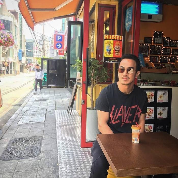 Memiliki nama lengkap Johannes Taslim, ia merupakan atlet judo sekaligus aktor Indonesia yang telah melebarkan sayap karirnya di perfilman internasional. Foto: Instagram @joe_taslim