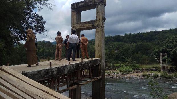 Siswa Berenang ke Sekolah, DPRD: 2 Bulan, Jembatan Harus Selesai