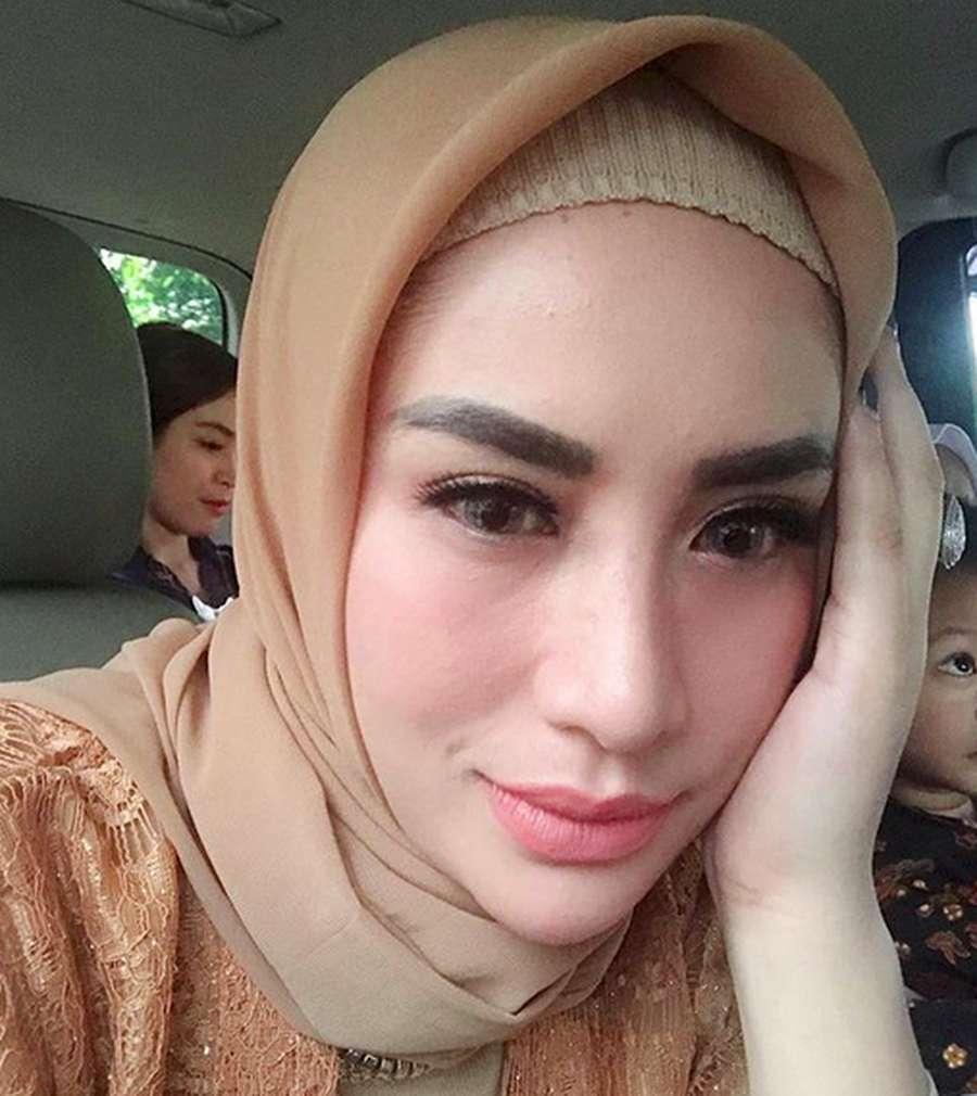 Buka-tutup Hijab Shinta Bachir