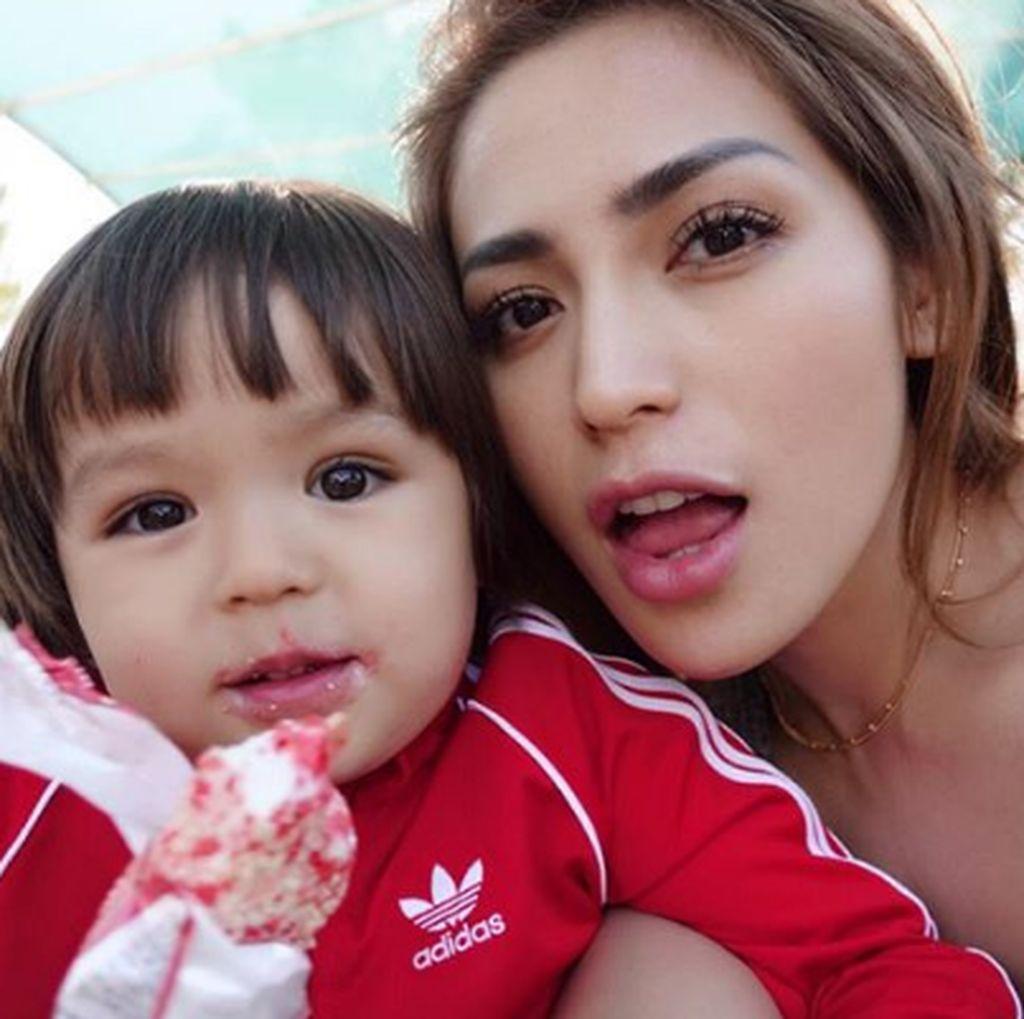 Rayakan HUT Anak, Jessica Iskandar Hadiahi Kolam Renang