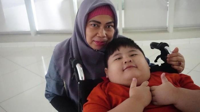 Bayi Farel bersama ibunya (Foto: frieda)