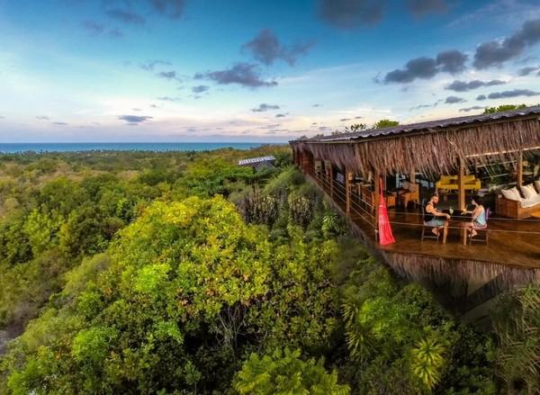 Berada di hutan hijau nan lebat, pemandangan Laut Atlantik Selatan yang jernih, langit biru yang cerah, hote ini menawarkan pemandangan Brasilia yang syahdu. Berada di Pulau Boipeba, Brasilia, Penginapan Céu de Boipeba terlihat sangat instagramble! (Booking.com)
