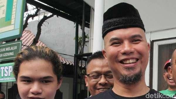 Al dan Dul Setia Dampingi Ahmad Dhani Sidang