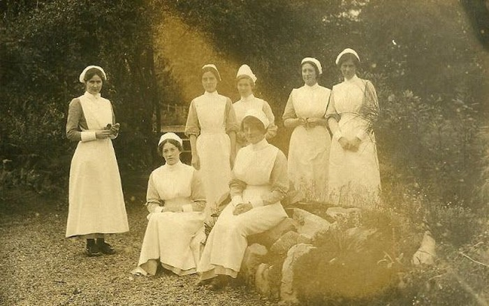 Di samping itu, profesi sebagai perawat identik dengan rupa yang cantik, penyabar dan baik. Foto: vintag.es