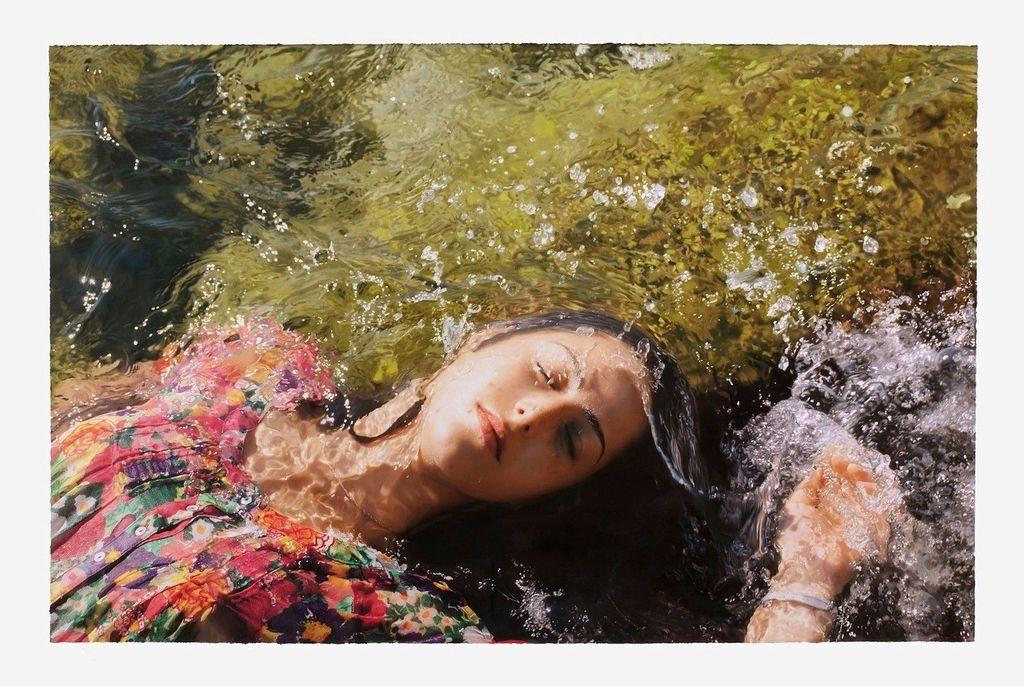 Tampak seperti foto? Bukan, sebenarnya wanita ini hanyalah sebuah lukisan karya seniman bernama Yigal Ozeri. Foto: yigalozeriartist