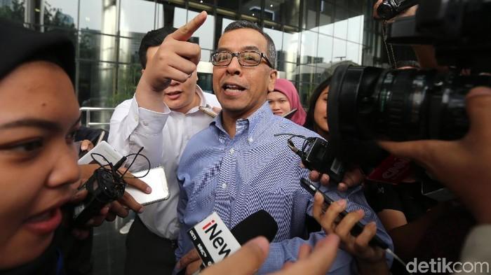 KPK memeriksa mantan Dirut PT Garuda Indonesia Emirsyah Satar. Emirsyah dimintai keterangan sebagai saksi untuk eks Dirut PT Mugi Rekso Abadi (MRA) Soetikno Soedarjo.