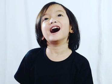 Oh iya, baru-baru ini Saga mendapat penghargaan sebagai pencipta lagu termuda dari Museum Rekor Indonesia. Sudah dengar lagu ciptaan Saga kan, Bun? (Foto: Instagram @sagaomarnagata)