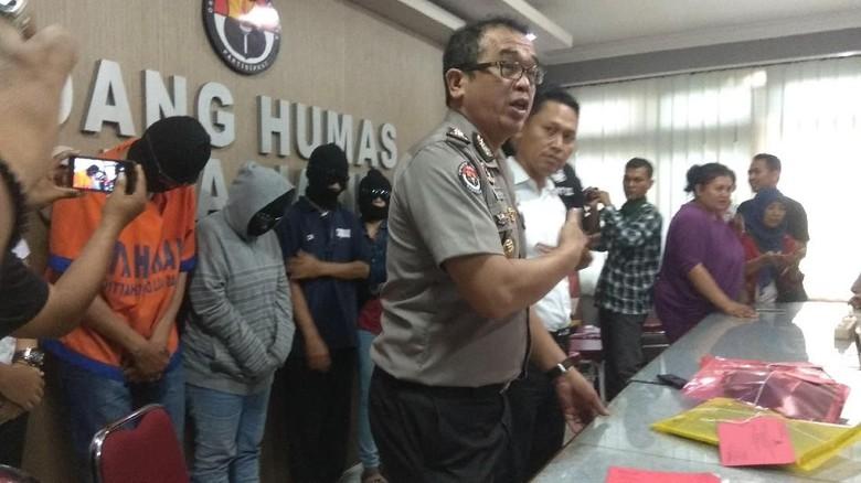Polisi Gerebek Pesta Seks Komunitas Swinger