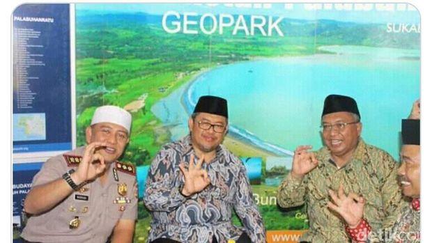 Viral Kapolres Sukabumi Pose 3 Jari, Begini Penjelasannya