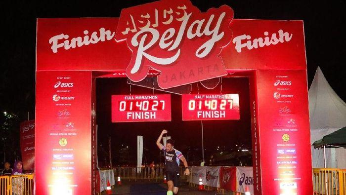 Suasana garis finis ASICS Relay Marathon 2017 (dok.ASICS Indonesia)