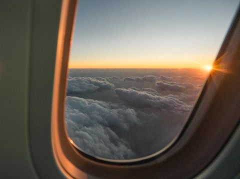 Ini Bahaya Tidak Pakai Sunscreen Saat Naik Pesawat Bagi Kulit