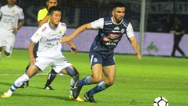 Persib dan Arema bermain imbang 2-2 pada putaran pertama Liga 1 2018. (