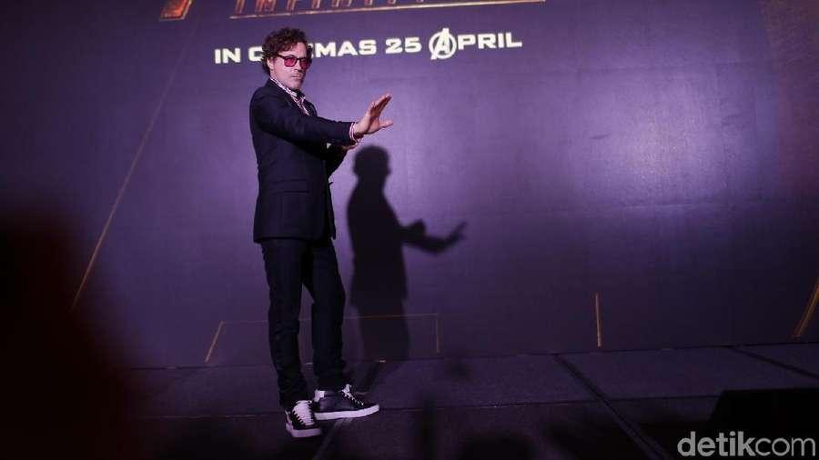 Aksi Konyol Robert Downey saat Jumpa Pers Avengers: Infinity War