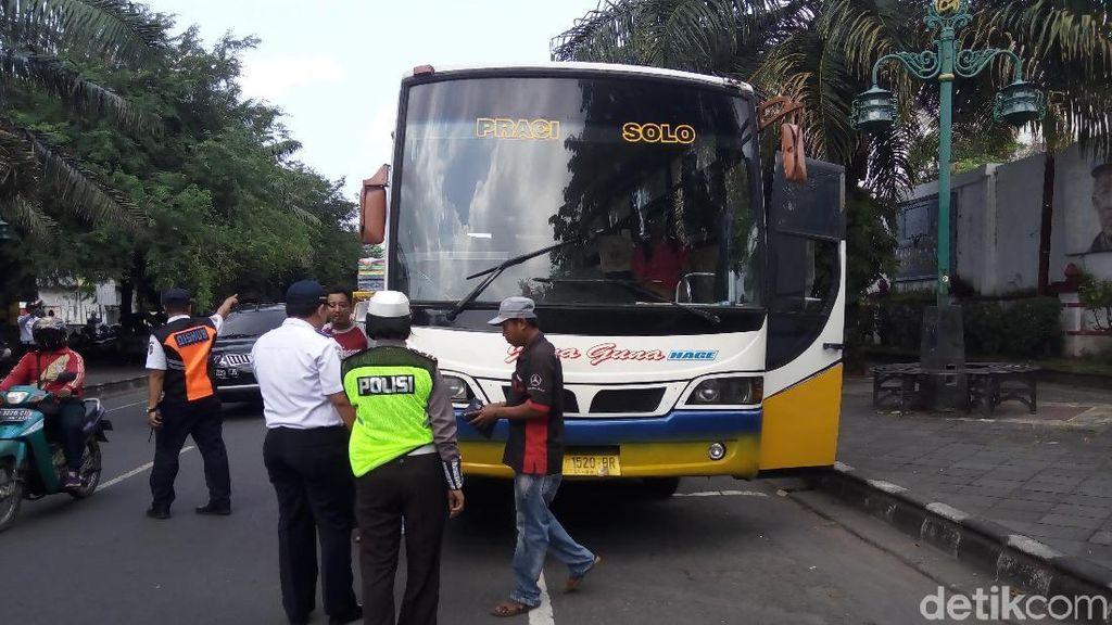 Potong Kompas Akibat Proyek Jalan Layang Manahan, 8 Bus Ditilang