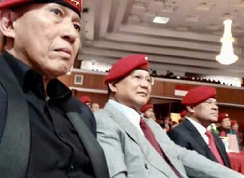 Saat Prabowo-Gatot Berbaret Merah