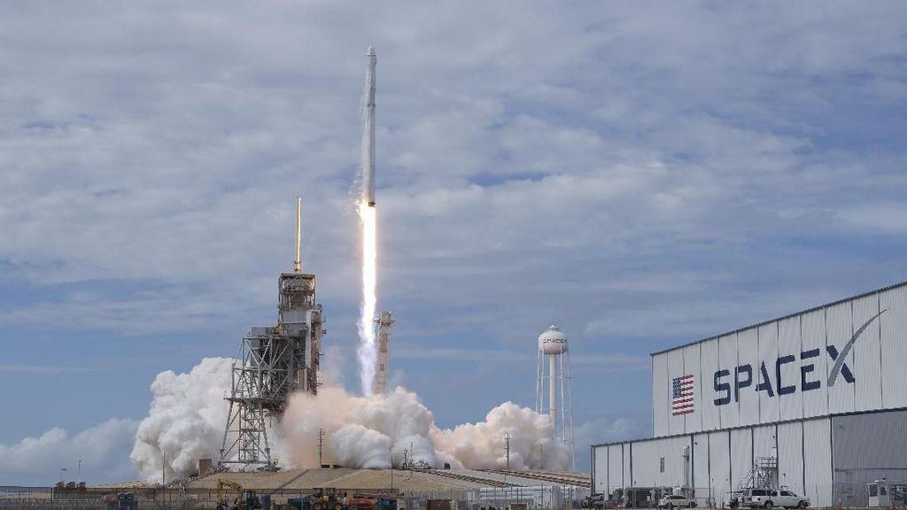 Elon Musk Pamer 60 Satelit Internet Starlink yang Siap Meluncur