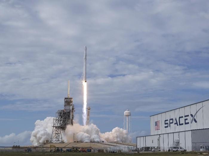 Cape Canaveral, Langganan SpaceX Luncurkan Roket