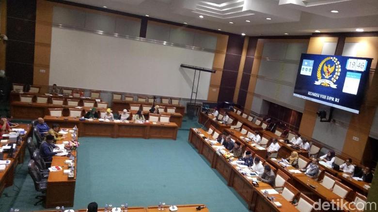 Komisi VIII DPR dan Menag Rapat Bahas Penipuan Umrah