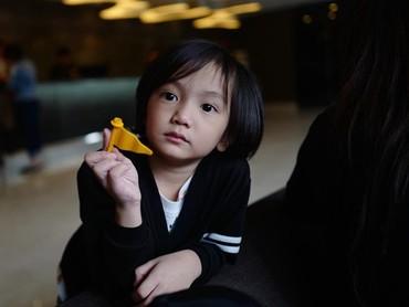Ini ekspresi Saga saat akan meninggalkan Lego Land. Kayaknya Saga nggak mau pulang nih. (Foto: Instagram @sagaomarnagata)