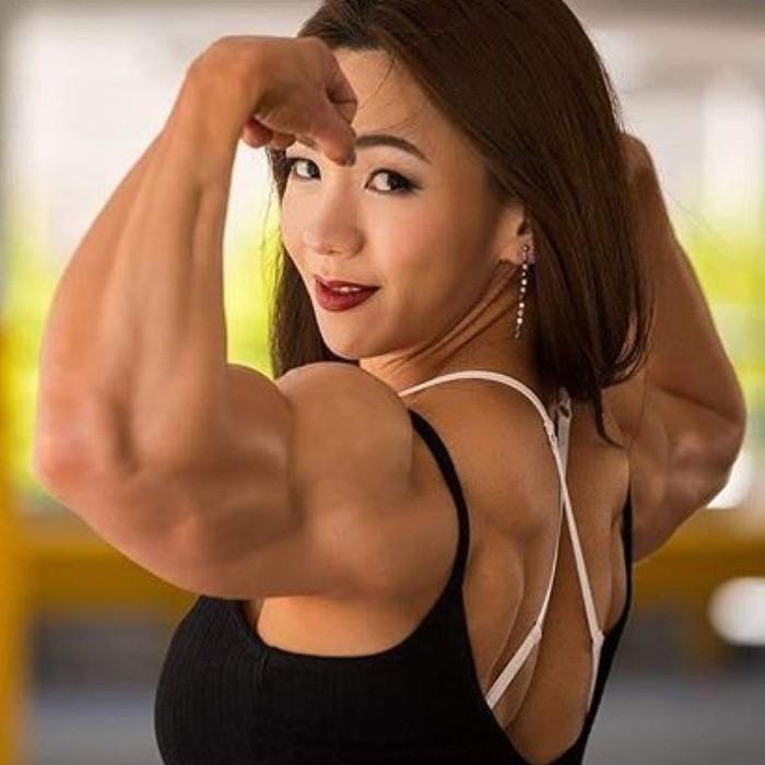 Wanita berusia 33 tahun ini mulai populer ketika memenangkan kompetisi binaraga di tahun 2010. Foto: Instagram/yeonwoojhi