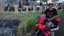 Aksi Maahir Keliling Indonesia dengan Sepeda Demi Literasi