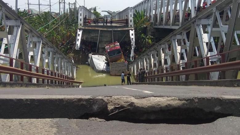 Foto: Ngerinya Saat Jembatan Babat Ambrol