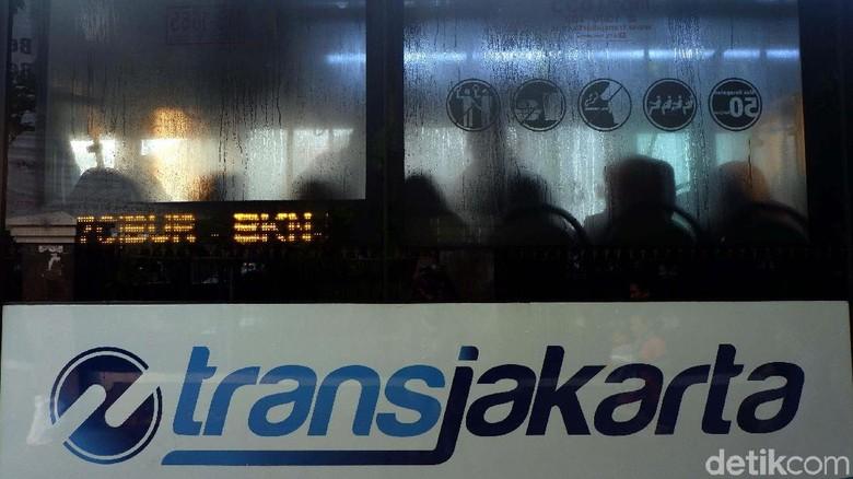 Pemobil yang Pukul Sopir TransJ di Lenteng Agung Minta Maaf