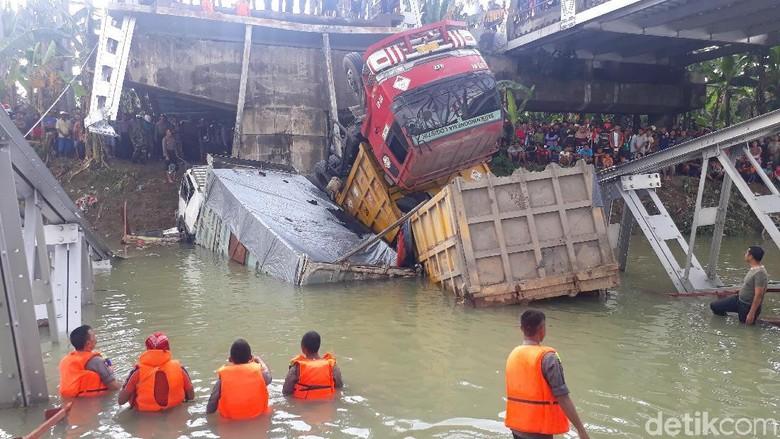 Kapolda Jatim Duga Faktor Usia Jadi Penyebab Jembatan Babat Ambrol
