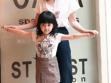 Hai semua, ini Shelomita bersama si bungsu Shalmiya. (Foto: Instagram/shelomitadiah)