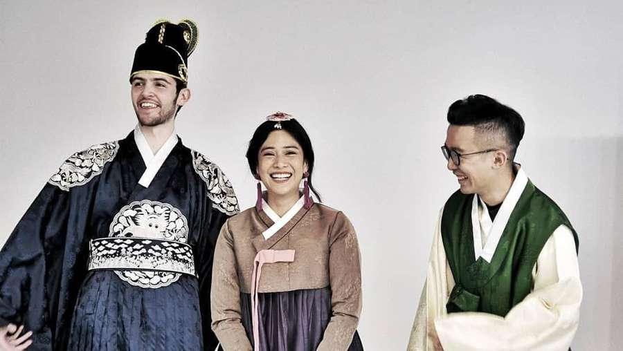 Pakai Hanbok di Korea, Tumben Kantung Mata Dian Sastro Terlihat?