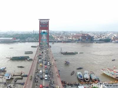 Janji Presiden Jokowi Benahi Jembatan Ampera Palembang