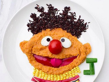 Yang satu ini nggak kalah menggemaskan, Bun. Ernie dari Sesame Street. Lucu maksimal! (Foto: Instagram/ @jacobs_food_diaries)