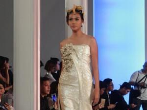 Barli Asmara Terinspirasi Monarki Abad ke-18 untuk Koleksi Busana Terbarunya
