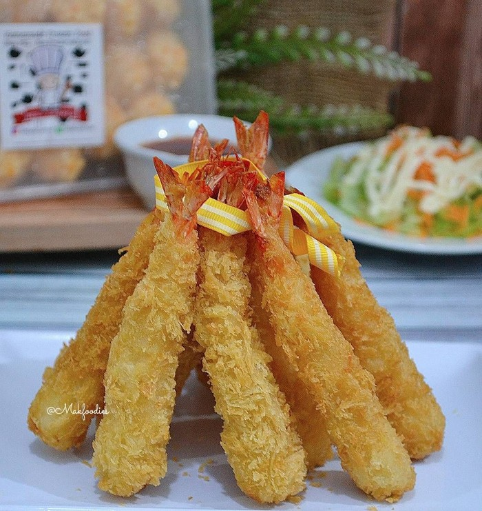 Melihat udang tempura yang satu ini pasti bikin ngiler. Udangnya besar-besar dan terlihat bertekstur renyah. Foto udang tempura ini postingan @makfoodies. Foto: Instagram