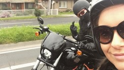 Seorang wanita yang terkenal dengan nama akunnya, bikerbiddie, adalah seorang perawat aktif gemar olahraga. Hayo siapa yang mau dirawat sama dia?