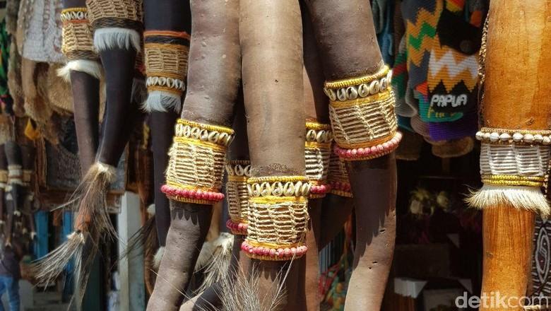 Pasar Hamadi tempat belanja Koteka di Jayapura, Papua