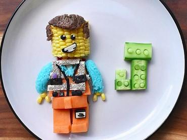 Nggak cuma itu, Emmet dari film Lego The Movie pun ada. (Foto: Instagram/ @jacobs_food_diaries)