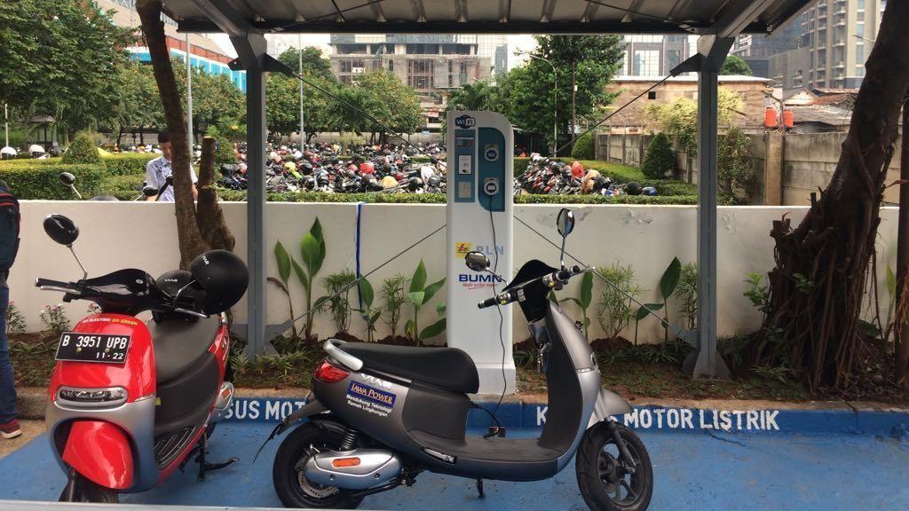Gedung Perkantoran Jakarta Sudah Bisa Ngecas Motor Listrik