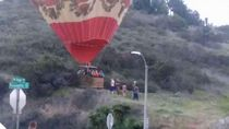Detik-detik Balon Udara Mendarat Darurat di AS
